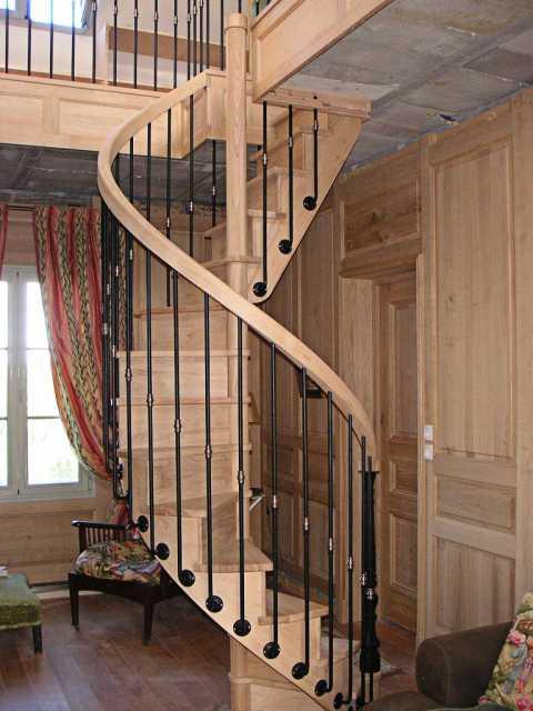 Escalier colimaçon bois et fer forgé