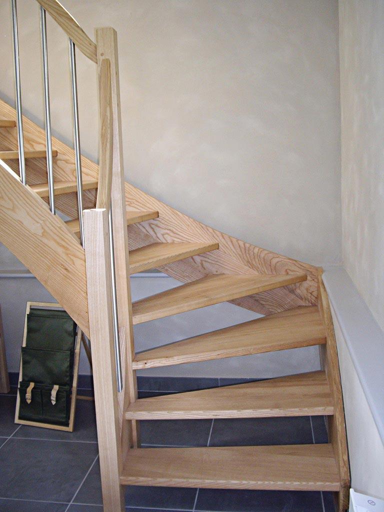 Escalier en hêtre rampe-tube inox