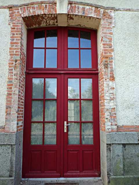 Porte d'entrée cintre surbaissé petits carreaux
